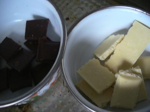 С вишней в двух шоколадах маффины к завтраку