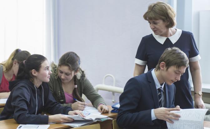 «Школьная мафия» ворочает миллиардами, а учителя получают копейки