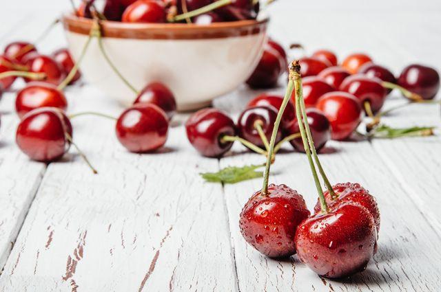 Вишня против черешни. Какая из ягод полезнее и почему?