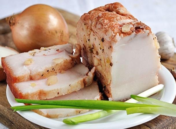 Вкуснейшее сало, сваренное в луковой шелухе