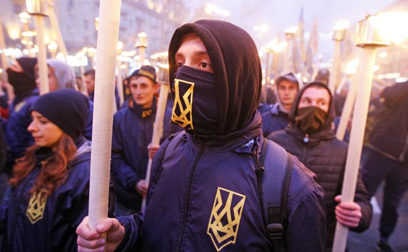 Две Украины: Кто с Жуковым, а кто - с Бандерой