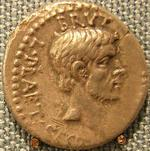 Gold piece showing the portrait of Brutus.