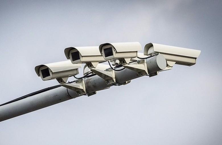 Два штрафа с одной камеры - это незаконно. А с двух, если они расположены рядом?