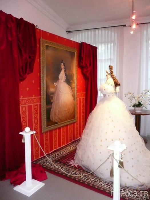 Как стирали и куда девали платья королев?