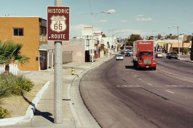 Шоссе 66 было открыто 11 ноября 1926 года. Тем не менее, дорожные знаки на нём отсутствовали до 1927 года, а полное асфальтовое покрытие дорога получила лишь к 1936 году путешествия, ральф граф, сша, фотография, шоссе 66