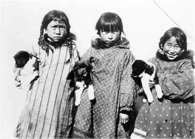 маленькие инуитские девочки
