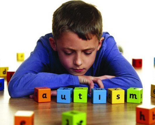 Как не пропустить «первые звоночки» аутизма у детей?