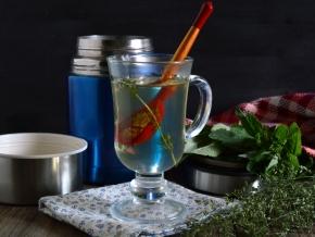 Безалкогольные напитки. Травяной чай в термосе