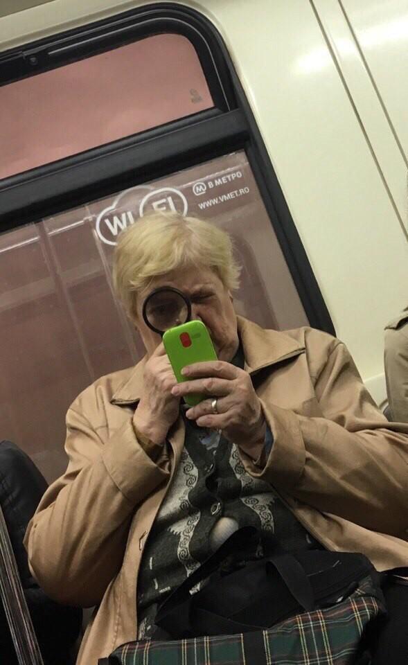 5. Эта бабуля просто умиляет мдники, метро, смешно, фото