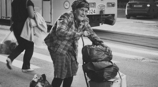 Никто не приходил в дом к этой старой женщины. Но однажды соседке удалось попасть туда. Вот, что произошло дальше!