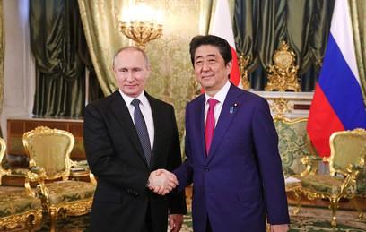 Путин и Абэ договорились о запуске авиарейса на Курилы для бывших жителей островов