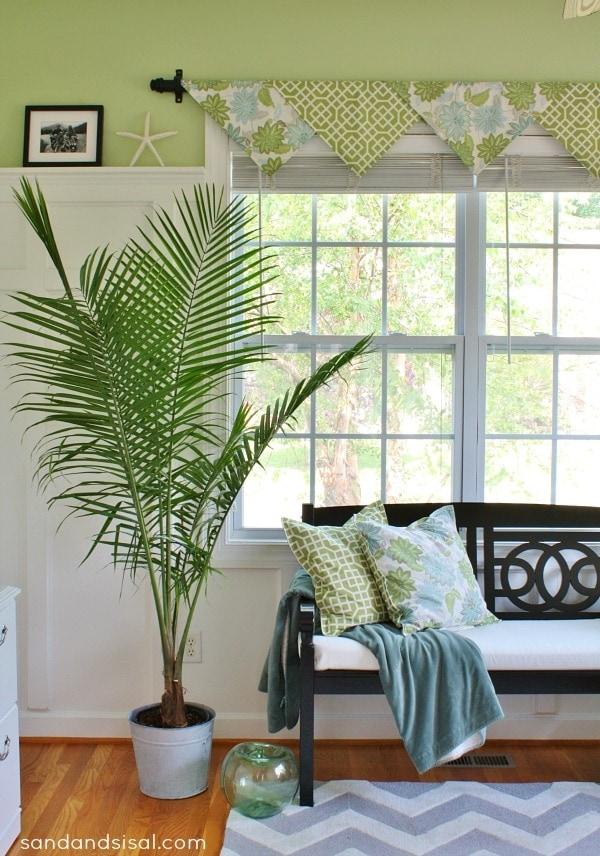 Простая в исполнении идея - декоративные шторы без шитья. Как раз для ленивых перфекционистов!