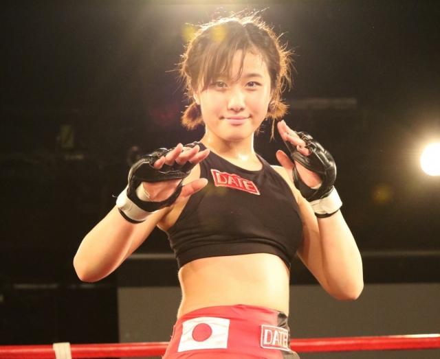 Японская девушка — борец смешанных единоборств