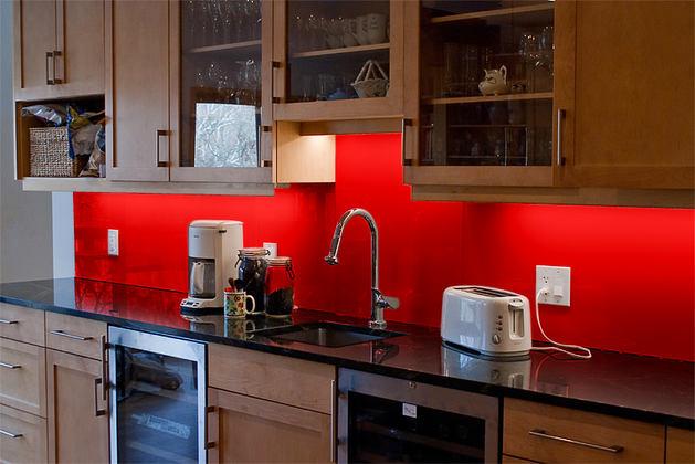 Кухня в цветах: черный, серый, бордовый, коричневый. Кухня в стилях: эклектика.