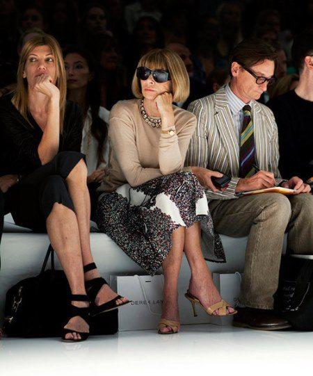 Анна Винтур сейчас всегда в первых рядах на модных показах