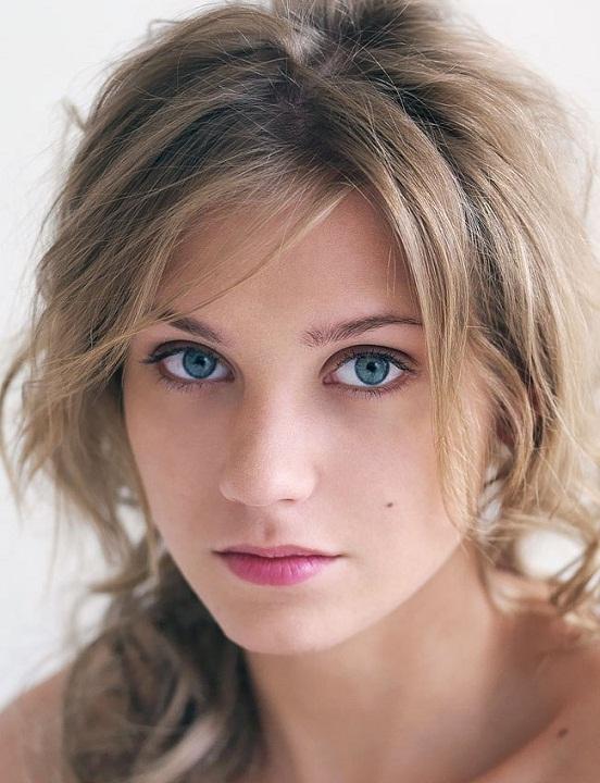 vpervie-familii-russkih-aktris-s-foto-myagkoy-posteli-foto