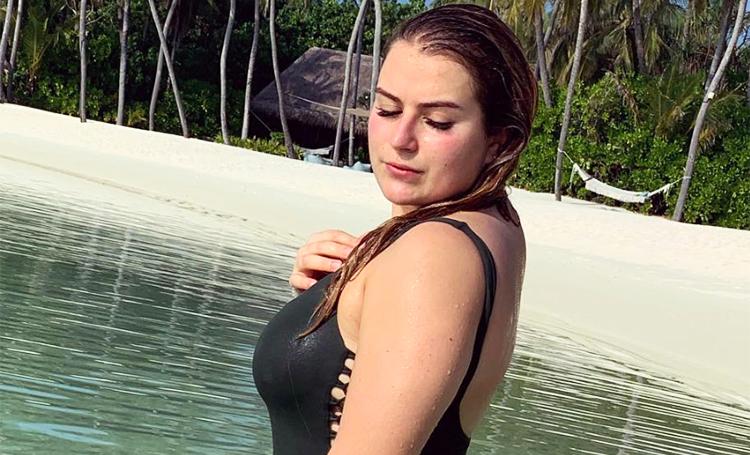 Боди-позитив: дочь Романа Абрамовича поделилась фотографиями с отдыха на Мальдивах