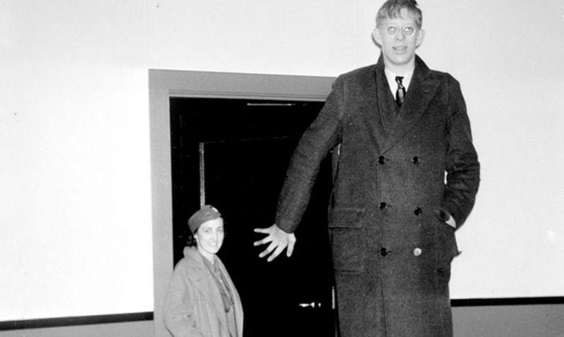 Появилось видео, где видно, насколько же огромным был Роберт Уодлоу — самый высокий человек в истории