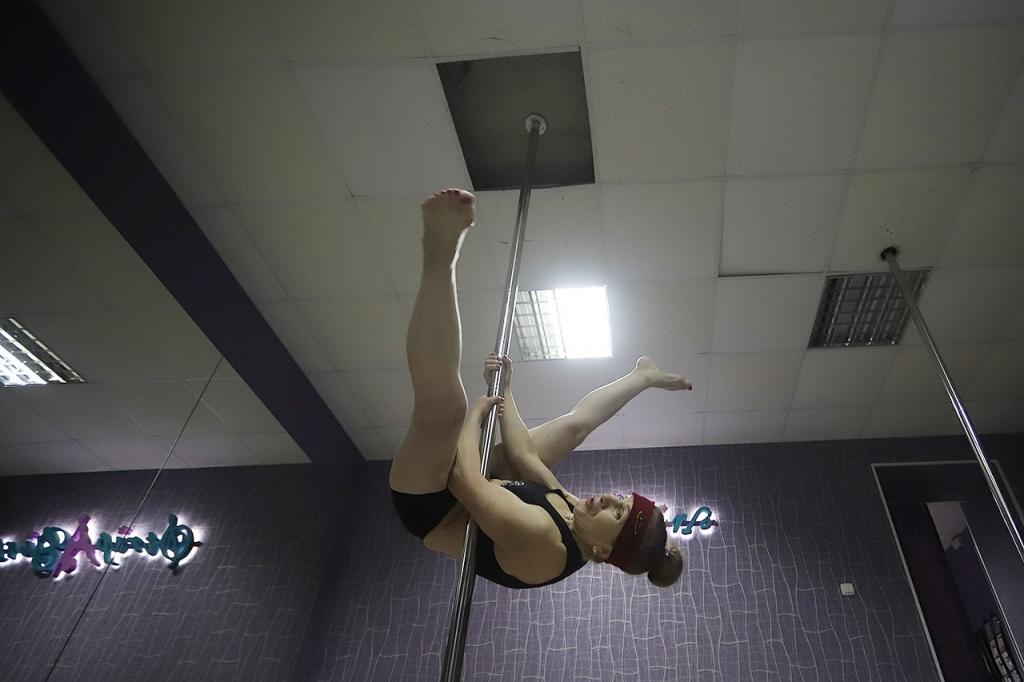 «Крутая боба». Новосибирская пенсионерка занялась танцами на пилоне и, наконец-то, стала счастливой!