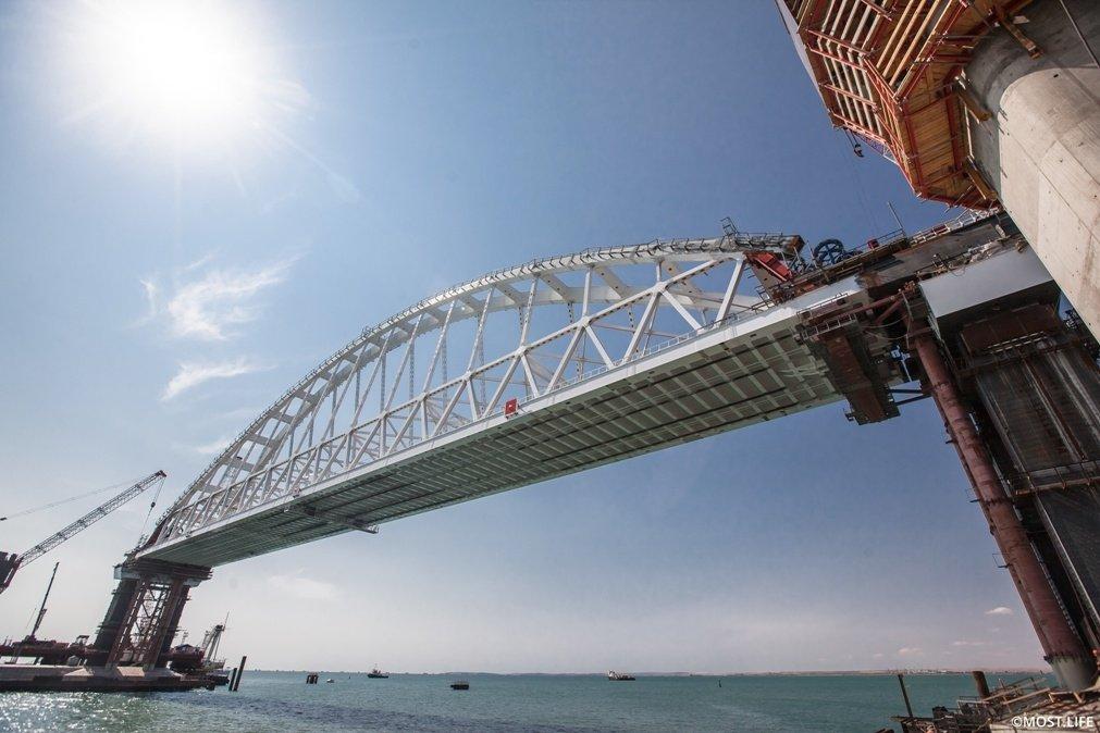 Россияне защитили Крымский мост от нападок граждан Украины в Сети