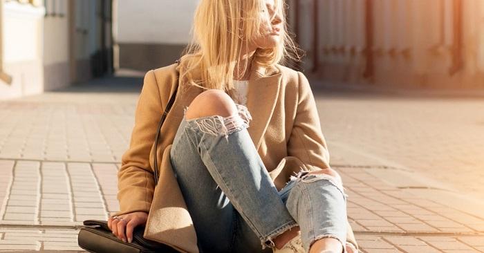 Почему больше не стоит носить рваные джинсы