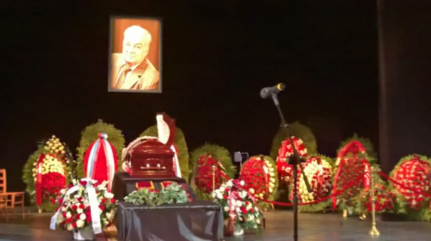 Винокур разрыдался у гроба: Только посмотрите, как Москва простилась с народным актером России