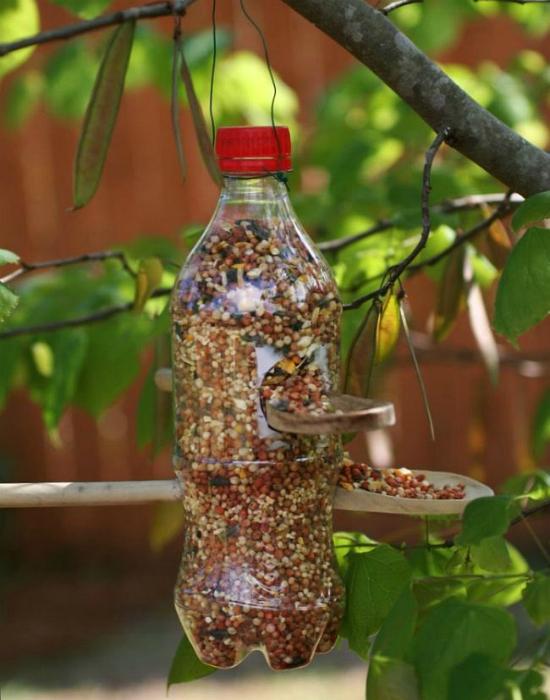 Кормушка из пластиковой бутылки.