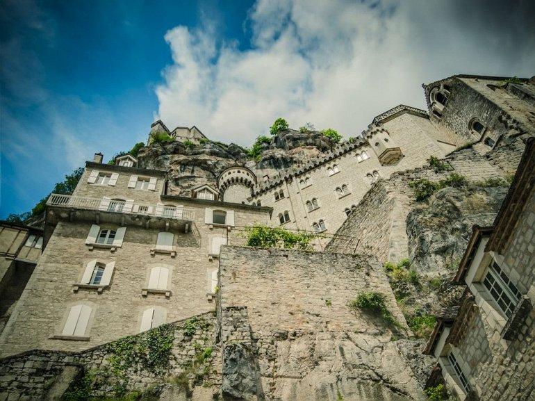Прогулка по французской вертикальной деревне