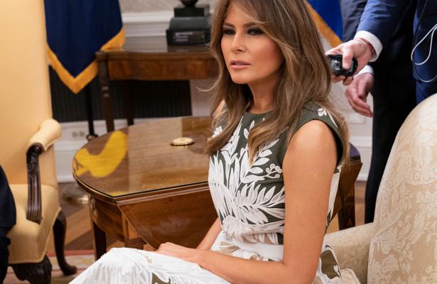 Иконы моды — Мелания Трамп в миди-платье от Valentino затмила испанскую королеву