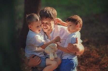 Отдайте моих детей, — требов…