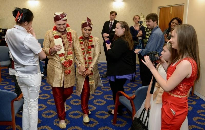 Впервые в истории Великобритании мусульманская гей-пара сыграла свадьбу