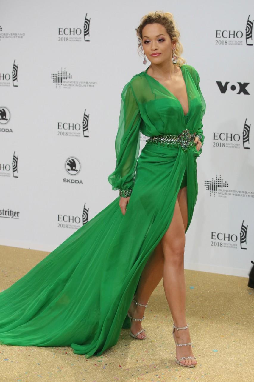 Образ дня: Рита Ора в Versace