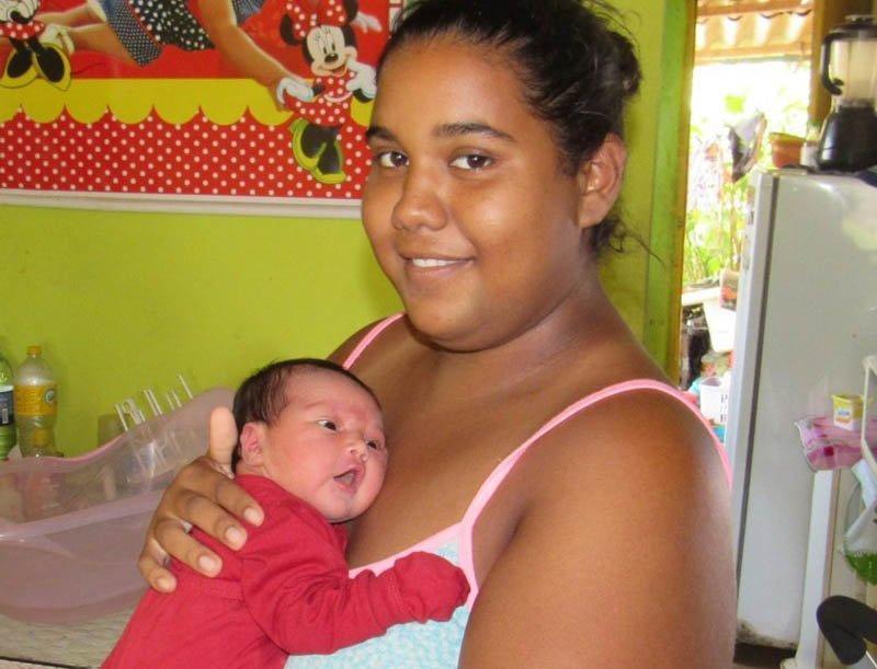 На острове, где запрещено рожать, удивительным образом появилась на свет малышка