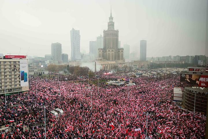 В Варшаве 200 тыс. человек вышли на марш в честь независимости Польши