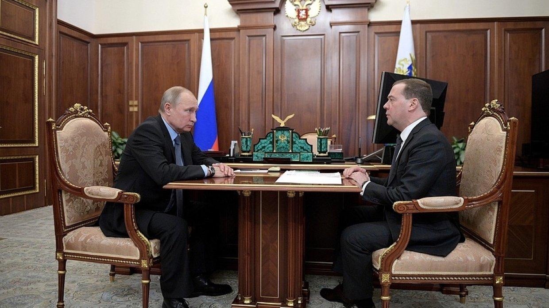 Путин провел встречу с Медведевым