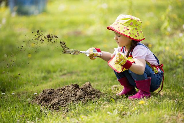 Чем занять ребенка на даче: 7 хороших идей для детского досуга