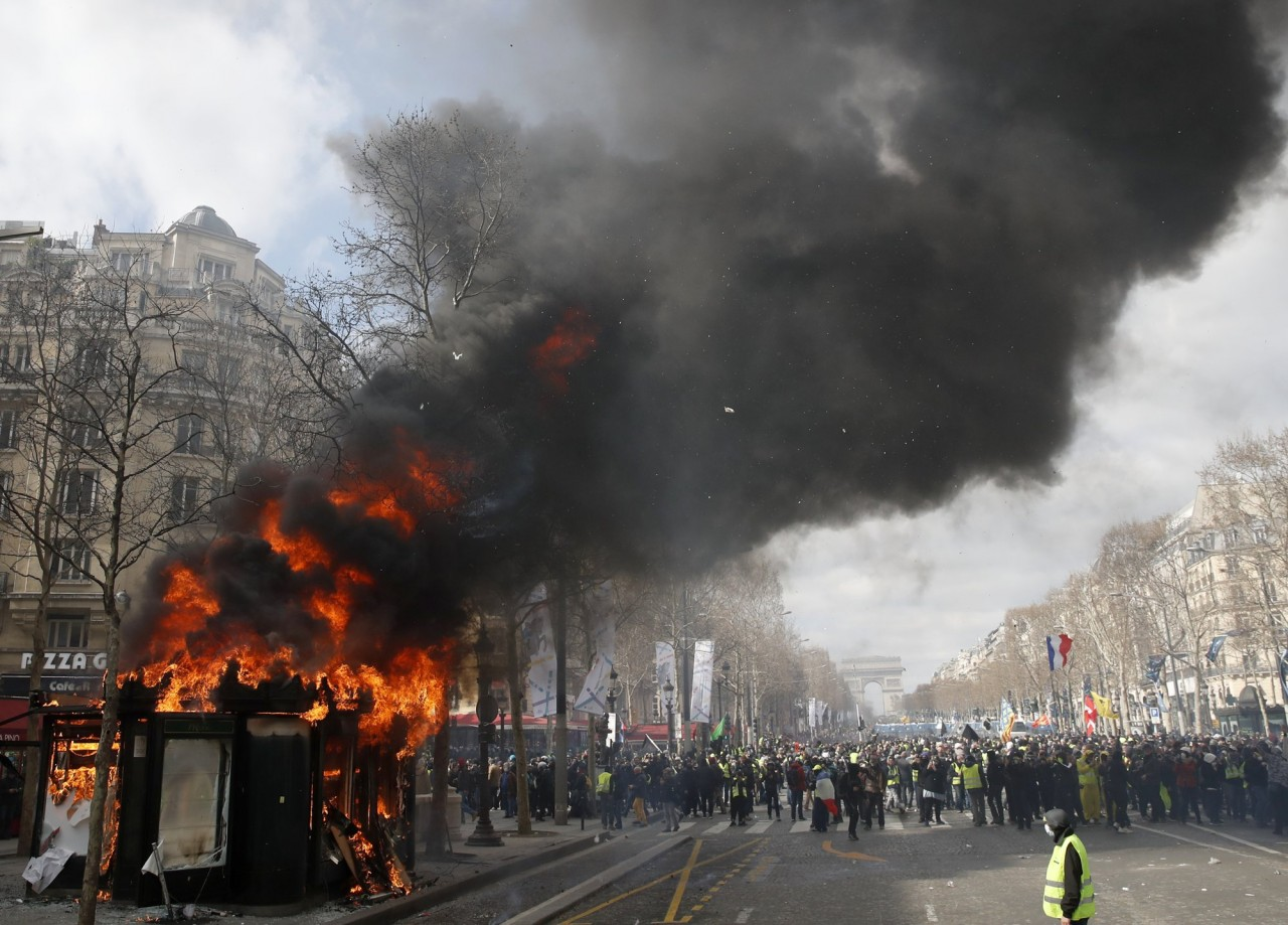 Французский бунт — бессмысленный и беспощадный