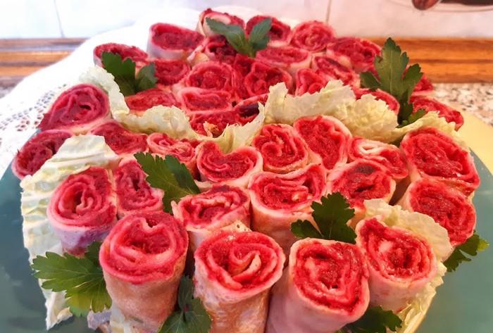 Блинный салат-закуска «Букет роз».