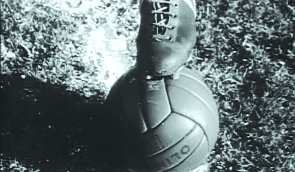 Футбольный матч на руинах Ст…