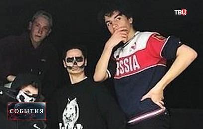 Порошенко пришлось оправдываться за сына в майке с надписью Russia