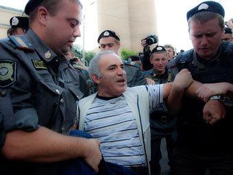 Против Каспарова готовят материалы в СКР