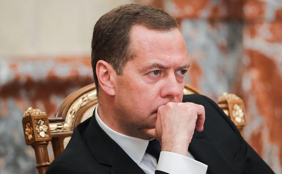 Медведев пригрозил нефтяникам социализмом