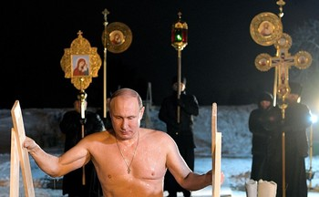 Жители Европы и Канады восхищены искупавшимся в проруби на Крещение Путиным