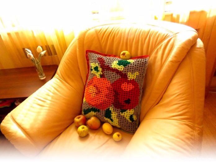 """ПЕТЕЛЬКА К ПЕТЕЛЬКЕ. Объёмное вязание: подушка """"Яблоки"""""""