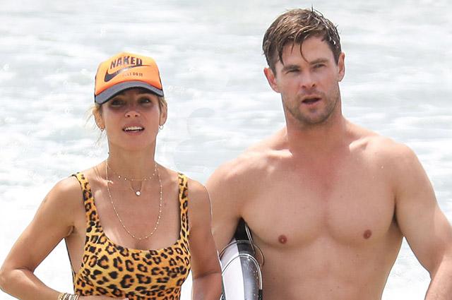 Могучий Тор и сексуальный леопард: Крис Хемсворт и Эльза Патаки отдыхают на пляже