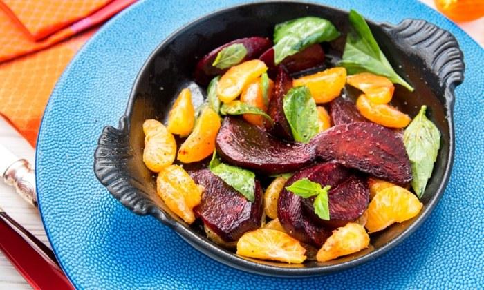 Салат со свеклой и мандаринами.  Фото: vlasno.info.