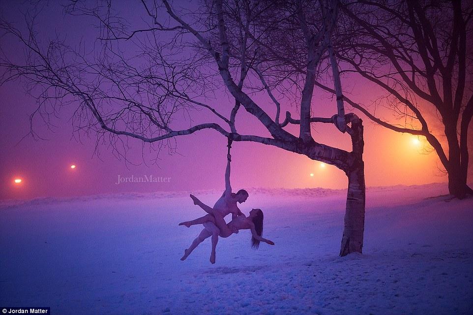 Ночь, улица, голые танцоры: захватывающие фотографии Джордана Мэттера
