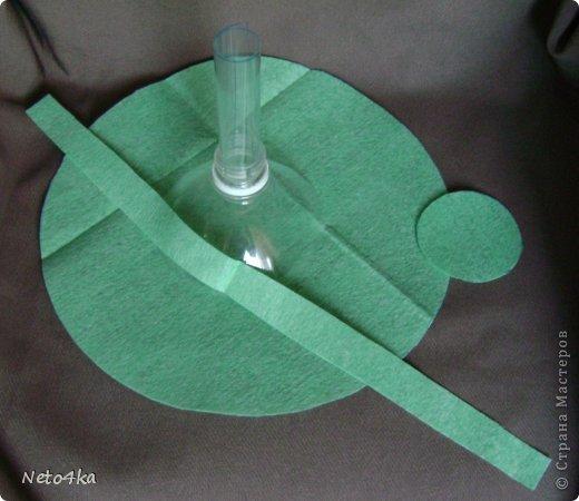 Мастер-класс День учителя Моделирование конструирование Небольшая основа для букета из бутылки ПЭТ Бутылки пластиковые Клей Салфетки фото 6