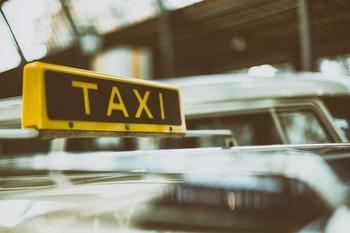 В Шереметьево таксисты из-за снегопада задирают цены