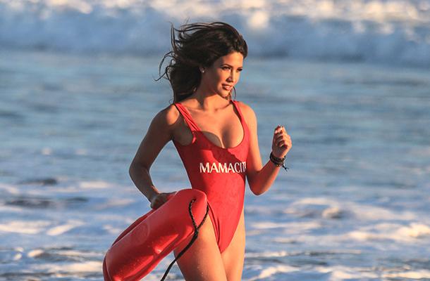 В чем покорять пляж этим летом: самые модные купальники 2018 года